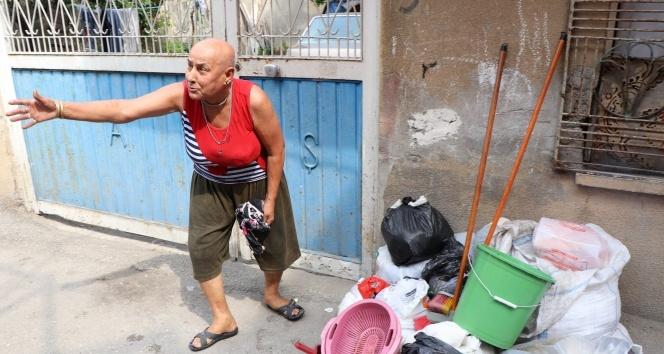 Adanada evden bir kamyon çöp çıktı