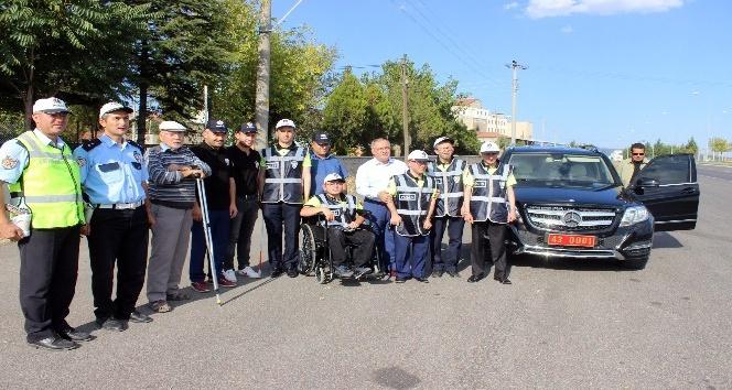 Engelliler bir günlüğüne polis oldu