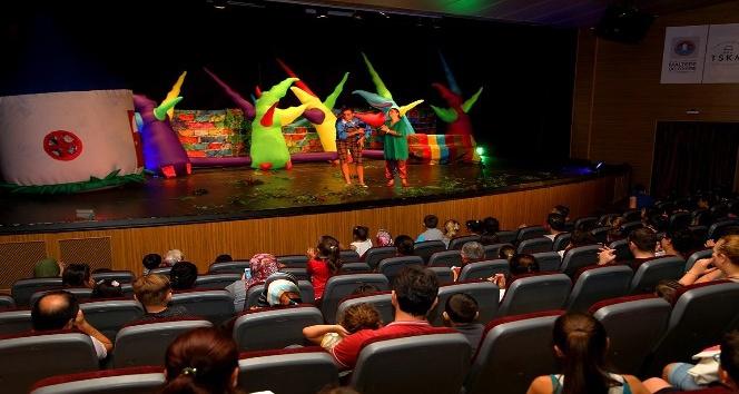 Çocukların tiyatro keyfi başladı