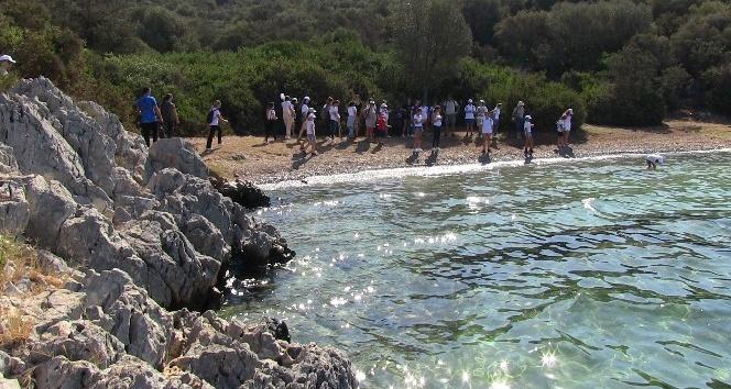 Öğrenciler kıyıları baştan sona temizledi