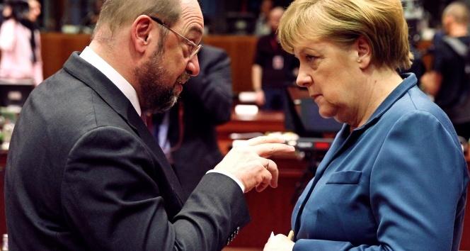 Merkel: AB-Türkiye ilişkilerini askıya alabiliriz