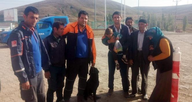 Kaybolan 3 yaşındaki çocuğu çobanlar buldu