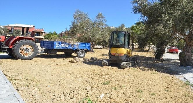 Kuşadası Belediyesi iki yeni parkın yapımına başladı