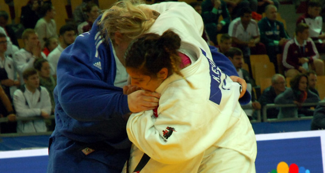 Kübranur Esir bronz madalya aldı