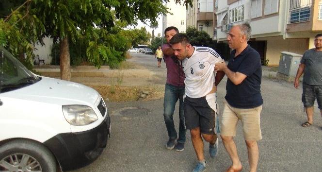 Çaldığı motosikleti çalıştıramayınca kaçtı, polislerin ikamet ettiği apartmana saklanınca yakalandı