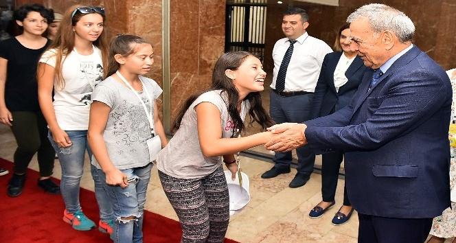 Kardeş kentlerin gençleri İzmir'de buluştu
