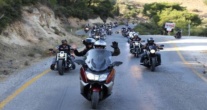 Başkan Akpınar ve motorculardan kent turu