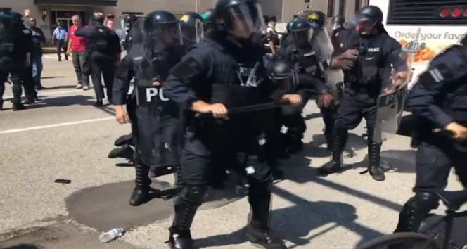 Siyahi genci öldürmekle suçlanan polis beraat etti, protestolar başladı