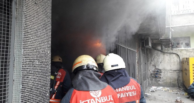 Sultangazi'de tekstil atölyesinde yangın