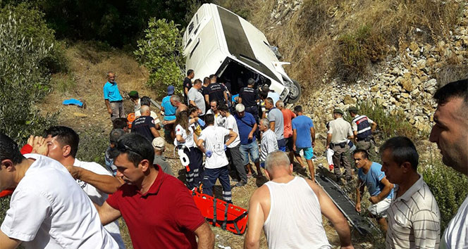 Antalyada tur midibüsü şarampole yuvarlandı: 4 ölü, 27 yaralı