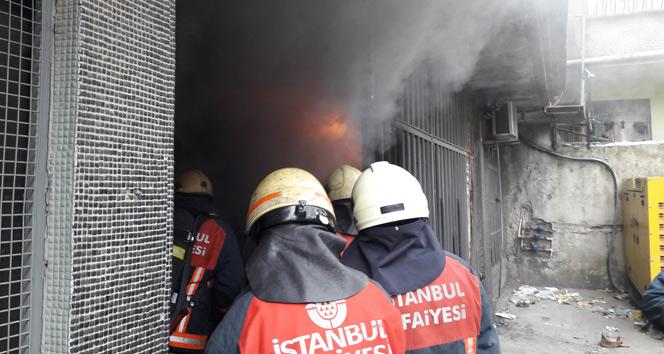 Sultangazide tekstil atölyesinde yangın