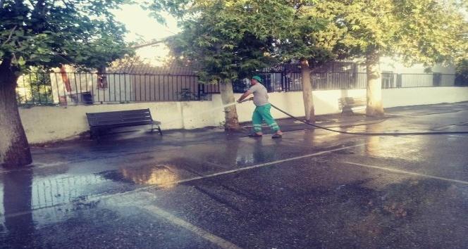 Adıyaman Belediyesi yeni eğitim yılı öncesi okulları temizledi