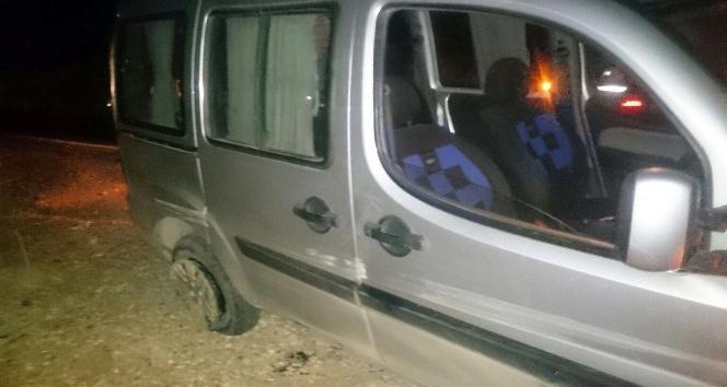 Alkollü sürücü patlak lastiklere aldırış etmeden yola devam etti