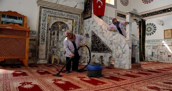 Kepez'deki camilerde temizlik çalışması