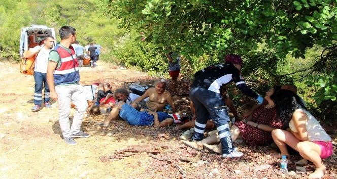 Antalya'da tur midibüsü şarampole yuvarlandı: 4 ölü, 27 yaralı