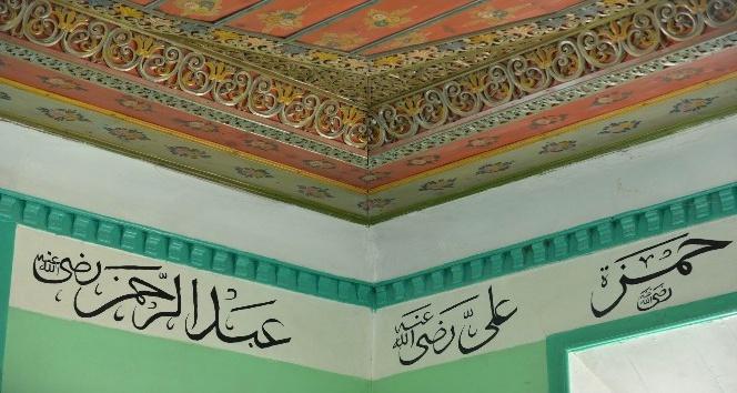 112 yıllık caminin işlemelerini gören hayran kalıyor