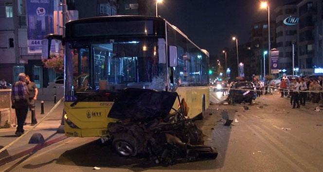 İETT otobüsüyle otomobil kafa kafaya çarpıştı: 1 ölü, 3 yaralı