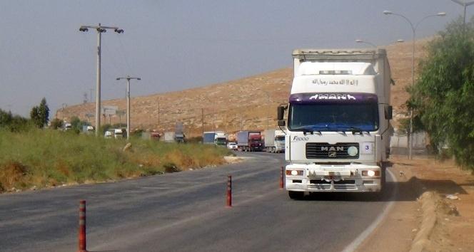 BM'den Suriyeliler'e 12 yardım tırı