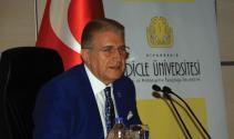 """Dr. Aydın """"Eğitimde değişimi yakalayamayan çağın gerisinde kalır"""""""
