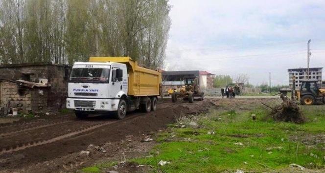Güroymak Belediyesinden yol açma çalışması