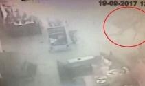 Fatihte aracın çarptığı direk kadının üzerine devrildi