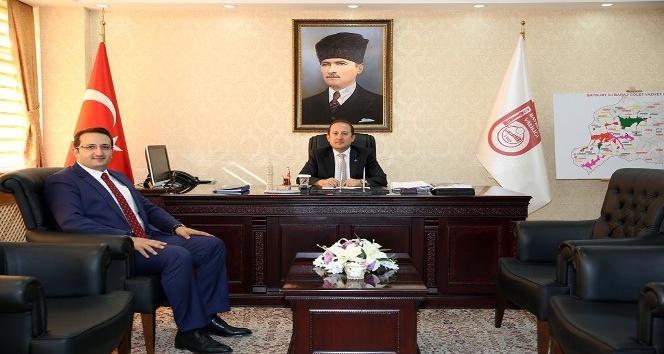 Ak Parti Bayburt İl Başkanı Fatih Yumak, Vali Ali Hamza Pehlivan'ı ziyaret etti