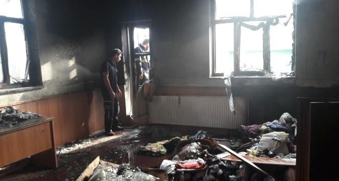 Bingöl'de öğrenci yurdunun deposu yandı