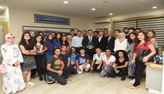 Başkan Yılmaz, Cumhurbaşkanı Erdoğandan aldığı ödülü gençlerle paylaştı