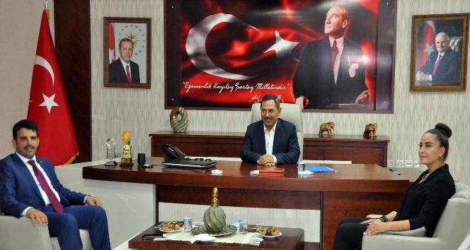 AK Parti yeni ilçe yönetimi Başkan Uysalı ziyaret etti