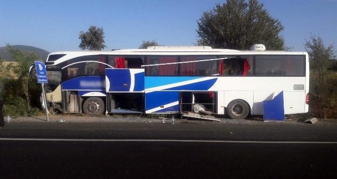 Uşak'ta otobüs yoldan çıktı: 3 yaralı