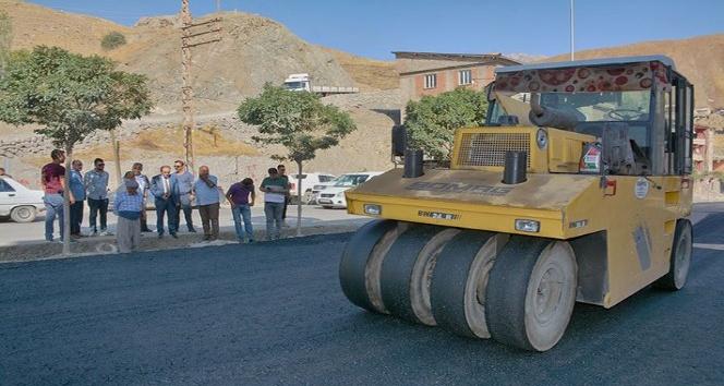 Hakkari'de yol asfalta çalışması