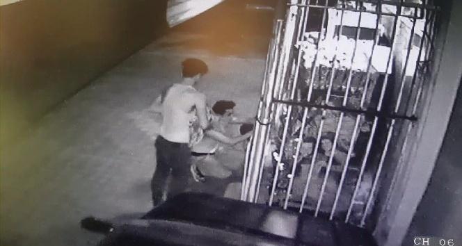 6 kişi marketten cips ve kola çaldı