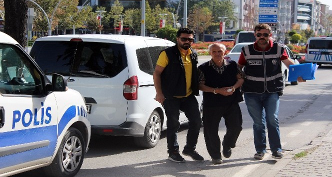 Karısını bıçaklayarak öldüren yaşlı adam tutuklandı