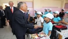 Melikgaziden okullara kırtasiye ve çanta yardımı