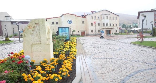 Bayburt Üniversitesi bir haftada sekiyüz'e yakın bilim adamını Bayburt'ta ağırlıyor