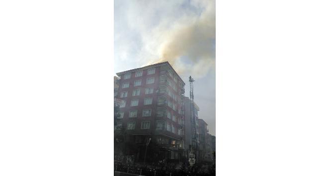 7 katlı binanın çatı katında tüp patladı