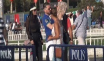 Taksimde iki Arap kadın arasında kavga çıktı