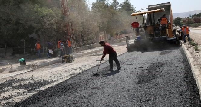 Siirt'te asfalt çalışması devam ediyor