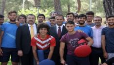 Kaymakam ve başkanı Matrakla karşıladılar