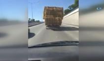 Saman yüklü kamyon sürücülerin canını hiçe saydı