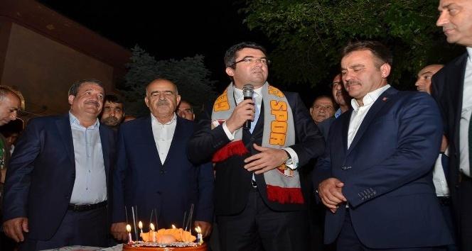 Vali Memiş'e, eski görev yerinde sürpriz doğum günü