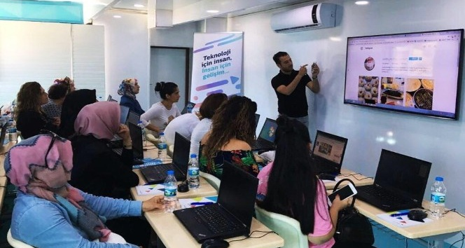 Türk Telekom Ağrı'da kadınlara teknoloji eğitimi verecek