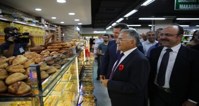 Başkan Büyükkılıç iş yeri açılışına katıldı