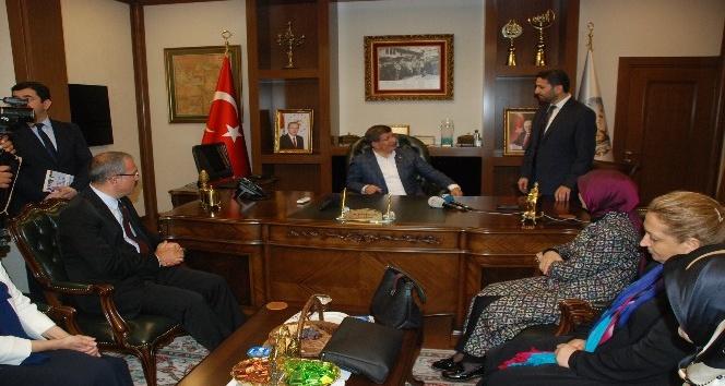 Eski Başbakan Davutoğlu'nun Tokat temasları