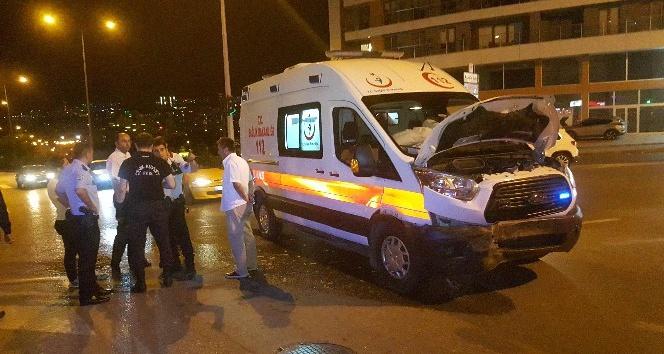 Samsunda ambulans otomobil ile çarpıştı: 1 yaralı