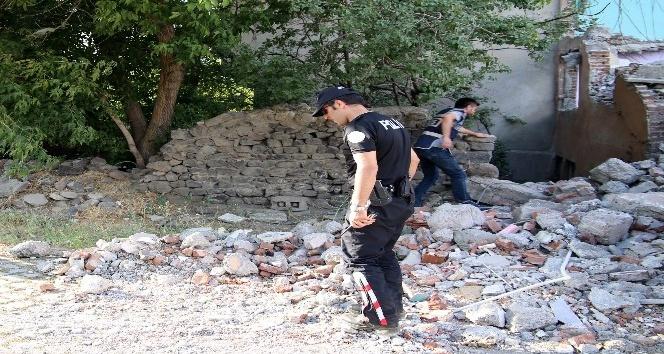 Polis metruk binaları didik didik arıyor