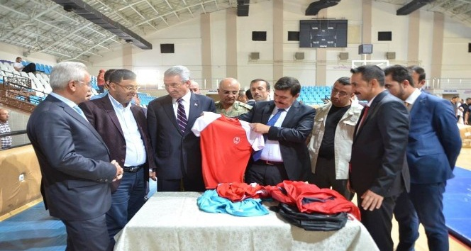 Erzincan da 66 spor klubüne malzeme dağıtımı