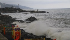 Fırtınalı havada kayığı ile denize açılınca...