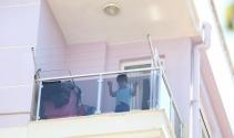 Kadının balkondan bıraktığı yardım notu hayatlarını kurtardı