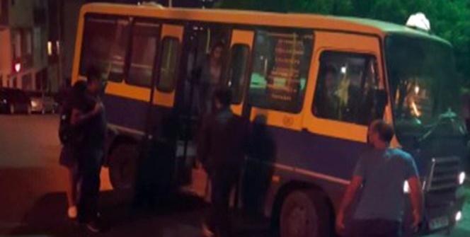 Kağıthane'de minibüslerin yolcu kapma yarışı kamerada